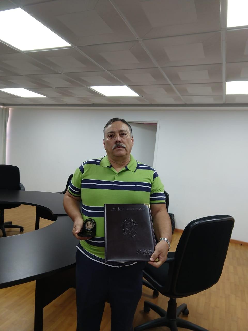 ENTREGA DE MEDALLAS AL SERVICIO DE LA EDUCACION TECNOLOGICA